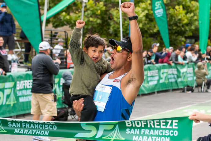 Félicitations à l'athlète Jaybird Jorge Maravilla