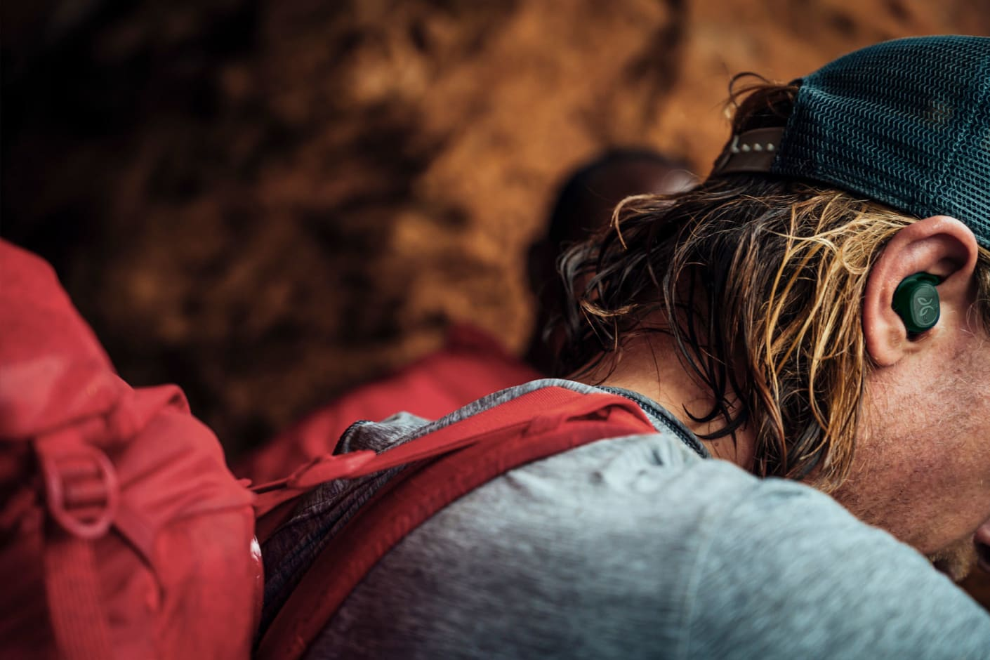 Bergsteiger mit Jaybird Vista