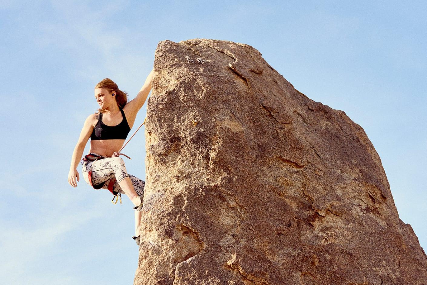 Jaybird Athlete climbing with Vista 2